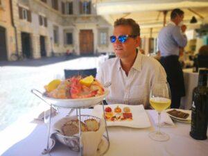 Kai Boecking in Rom am Restauranttisch